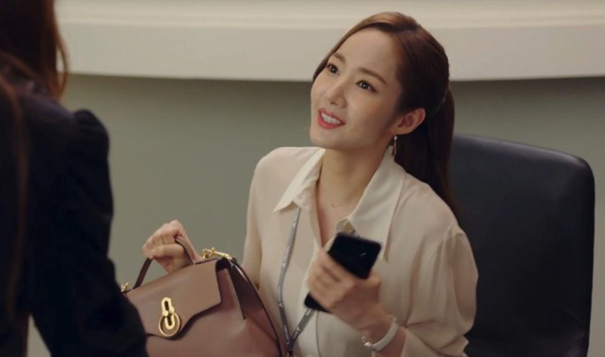 第13話【キム秘書はいったい、なぜ?】キム・ミソ役 パク・ミニョン衣装(ショルダーバッグ)のブランドはこれ♪