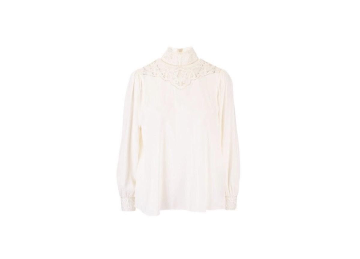 リサ・衣装「知ってるお兄さん」で着用・白ブラウスのブランド はこちら♪【BLACKPINK(ブラックピンク)】BLACKPINK(ブラックピンク)のメンバーの中で1番人気のリサのかわいい私服・衣装やファッション(服・靴・バッグ・アクセなど)を紹介しています♪【随時更新】 この投稿をInstagramで見る LISA(@lalalalisa_m)がシェアした投稿 - 2020年10月月11日午前1時48分PDT リサ(Lalisa Manoban)のプロフィール 誕生日: 1997年3月27日 出身:タイ ブリラム 身長: 167 cm BLACKPINKのメンバー 【BLACKPINK(ブラックピンク)リサ】「知ってるお兄さん」で着用していた白いニット(ブラウス)のブランドはこれ♪ この投稿をInstagramで見る 디스패치 스타일(@dispatch_style)がシェアした投稿 - 2020年10月月17日午後5時00分PDT フロントレースの白いニット Celine Celine(セリーヌ)2B261008D01AV ホワイト アセテート ブラウス ⇒ amazonでチェック♫ [st-kaiwa4]グレーのジャケットとミニスカの時に着てたブラウスよ[/st-kaiwa4] [st-kaiwa5 r]デコルテ部分のレースがラグジュアリーね[/st-kaiwa5] [st-kaiwa6]韓国のバラエティ番組「知ってるお兄さん」で着用していたブラウスよ[/st-kaiwa6]