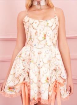 【TWICE・Momo(モモ)】Alcohol-FreeのMV衣装(ピアス)貝殻デザインブラトップ白い花がらワンピース