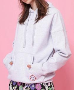 わかっていても ハンソヒ(ユ・ナビ) 衣装白いフーディパーカー