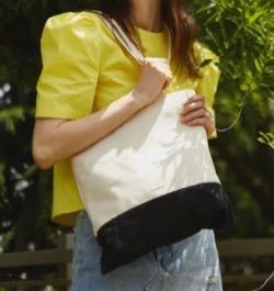 【わかっていても 第3話】 ハン・ソヒ(ユ・ナビ)さん衣装(ジャケット・カーディガン・パジャマ・キャンバスバッグ・スニーカー・ワンピース・アイシャドウ)のブランドはこれ♪モノトーンのトートバッグ